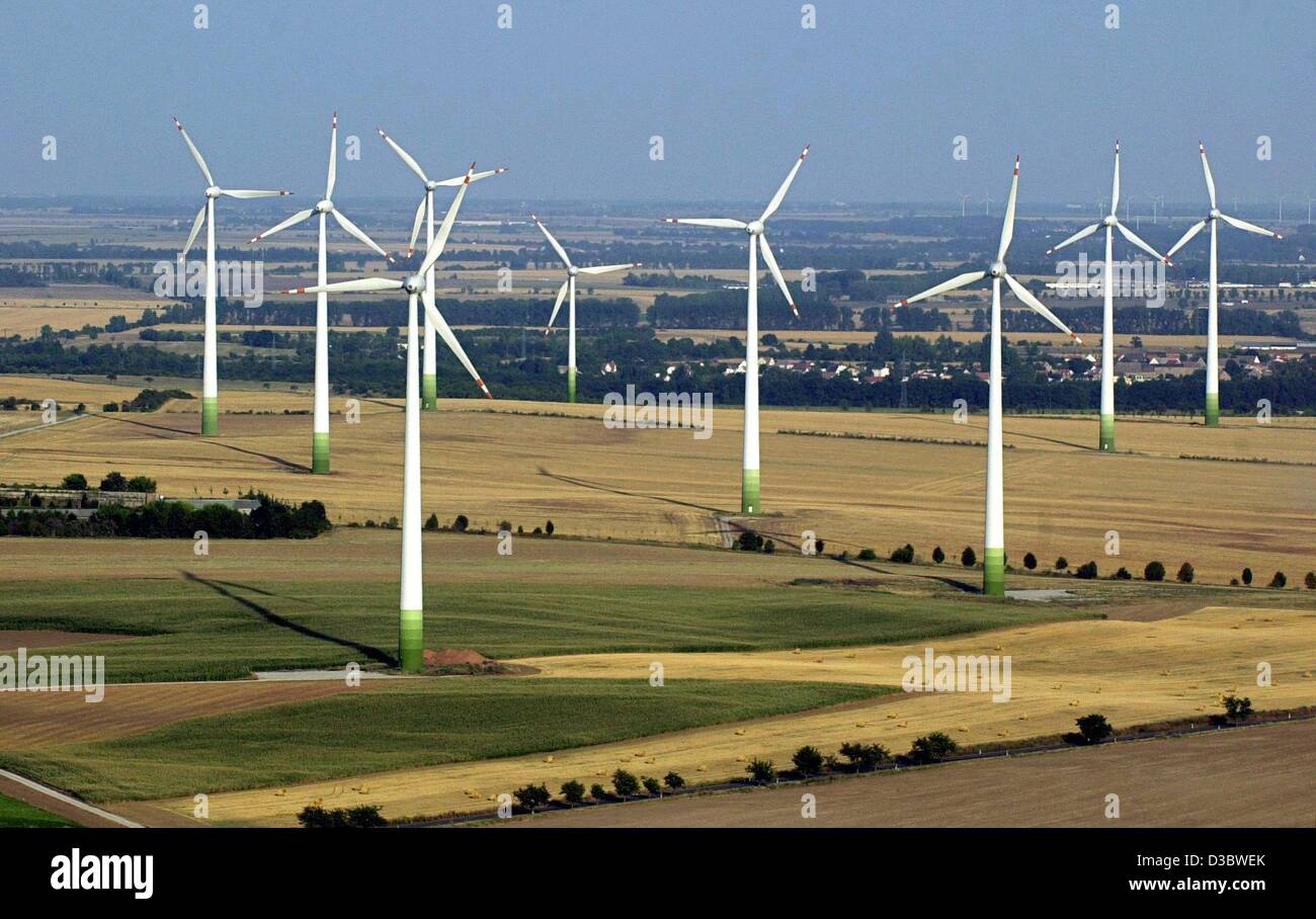 (dpa) - A view of modern windmills in a windpark near Bernburg, Germany, 18 August 2003. There are about 1,150 windmills - Stock Image