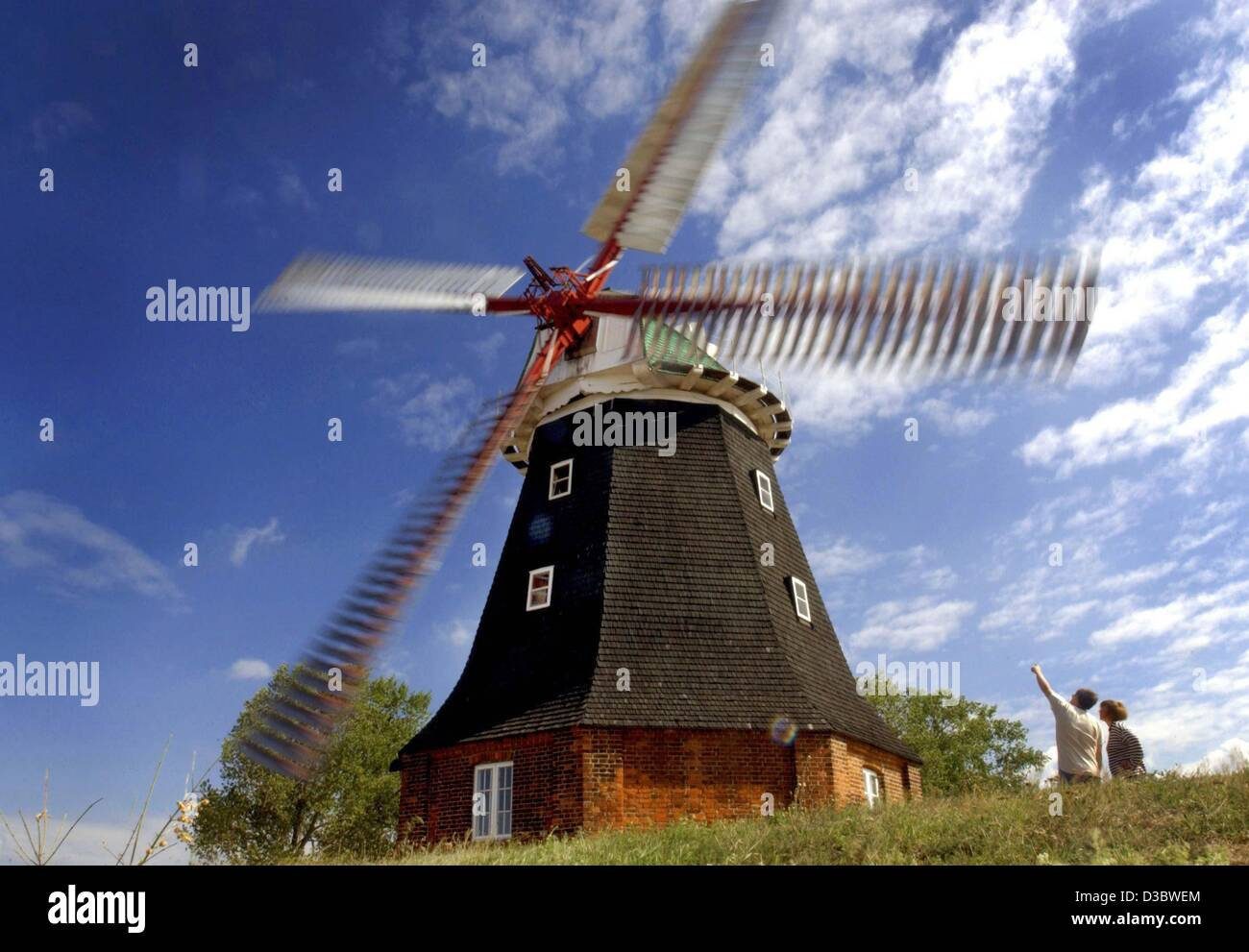 (dpa) - Holiday-makers look at the windmill in Stove, Germany, 6 January 2003. The dutch-style windmill was built - Stock Image