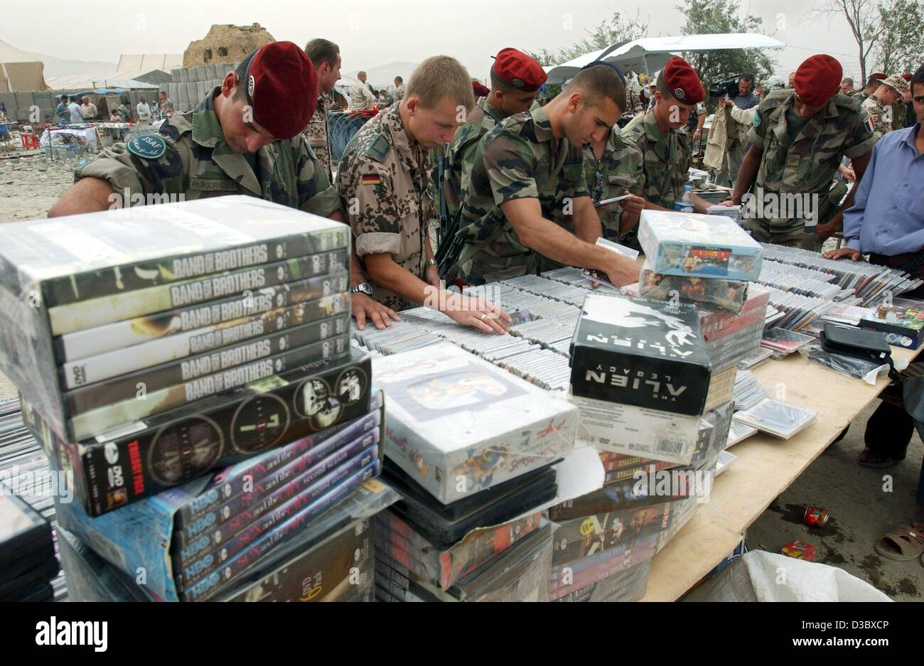 (dpa) - German soldiers look, in their spare time, through stacks of dvds, cds and other merchandise at the stands - Stock Image