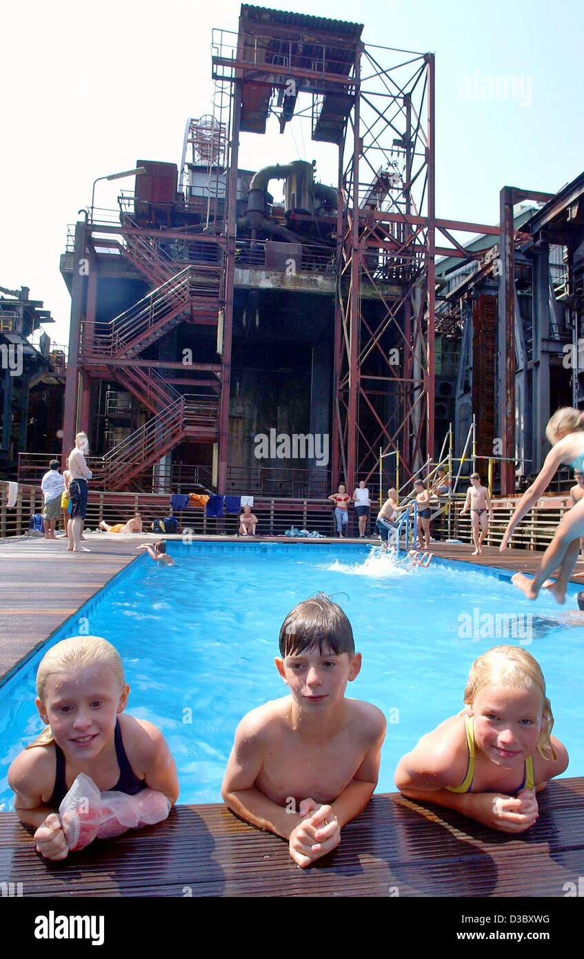 (dpa) - Children take a swim in two discarded containers which were transformed into a swimming pool by the two - Stock Image