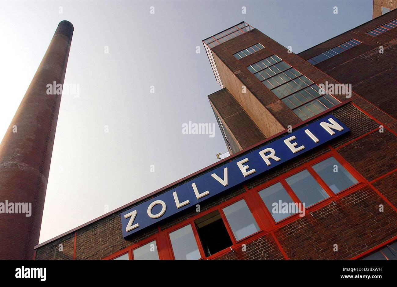 (dpa) - A chimney of the colliery Zollverein (German customs union) towers above a mine building in Essen, Germany, - Stock Image