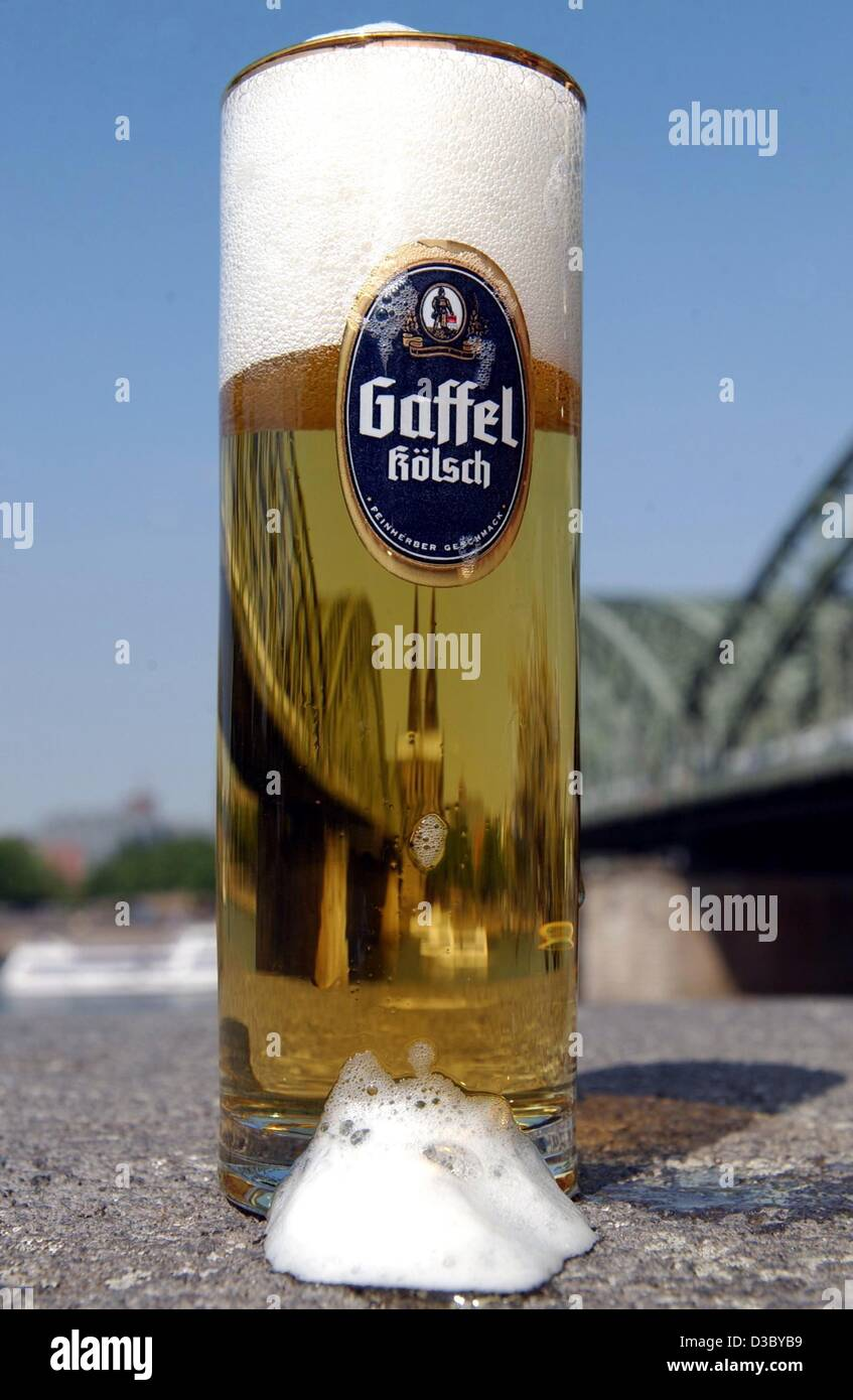 A glass of Gaffel Koelsch, a beer brand from Cologne, stands on the river banks in Cologne, Germany, 22 July 2003. - Stock Image