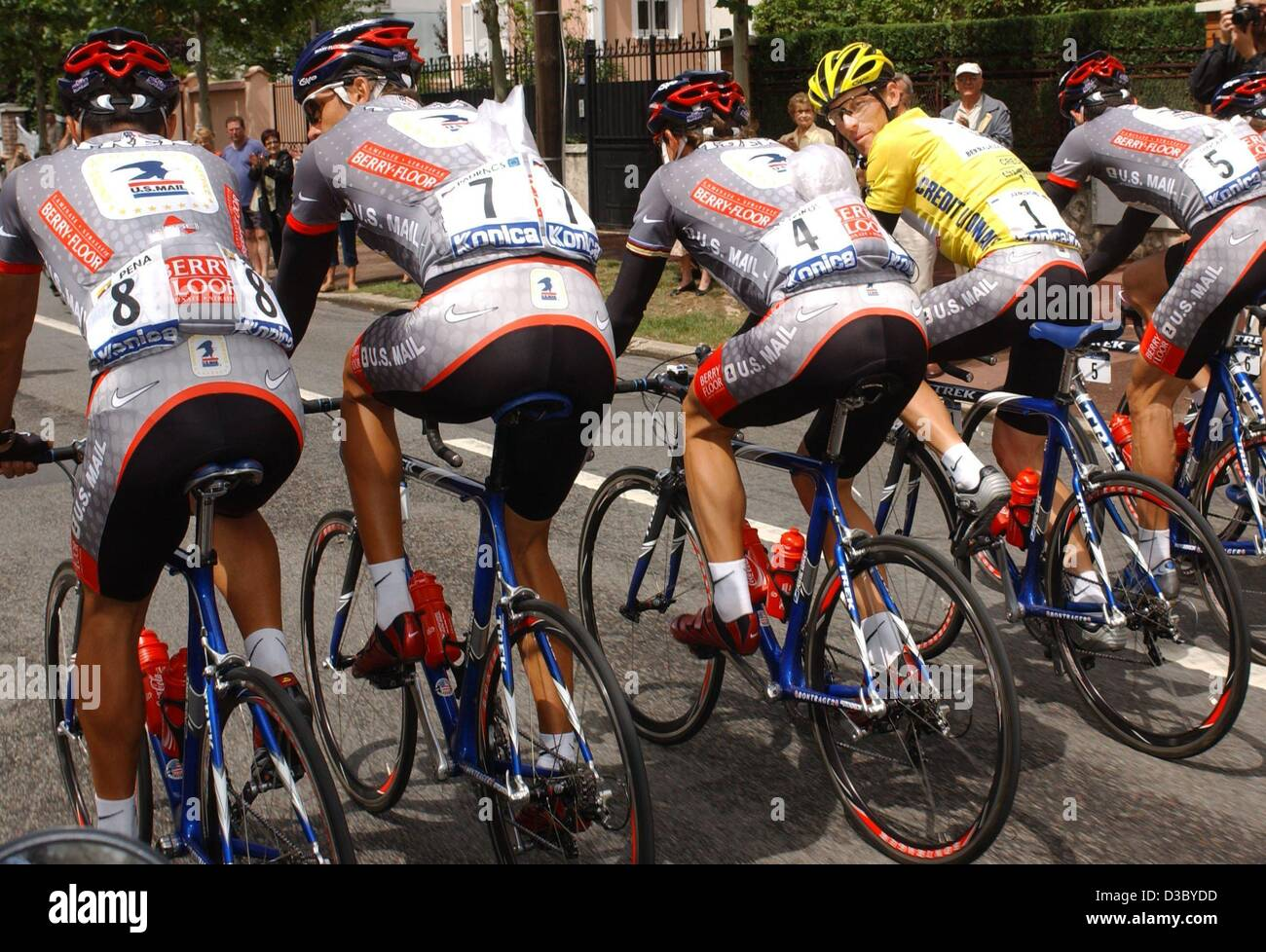 (dpa) - The members of Team US Postal-Berry Floor (from L) Colombian cyclist Victor Hugo Pena, Czech cyclist Pavel Stock Photo