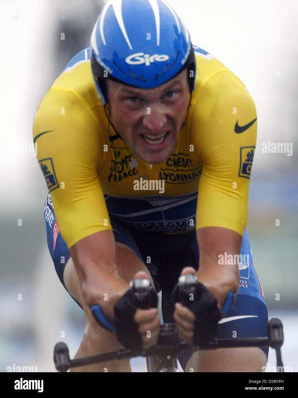 (dpa) - US Postal-Berry Floor's Lance Armstrong from the US powers through pouring rain during the individual time Stock Photo