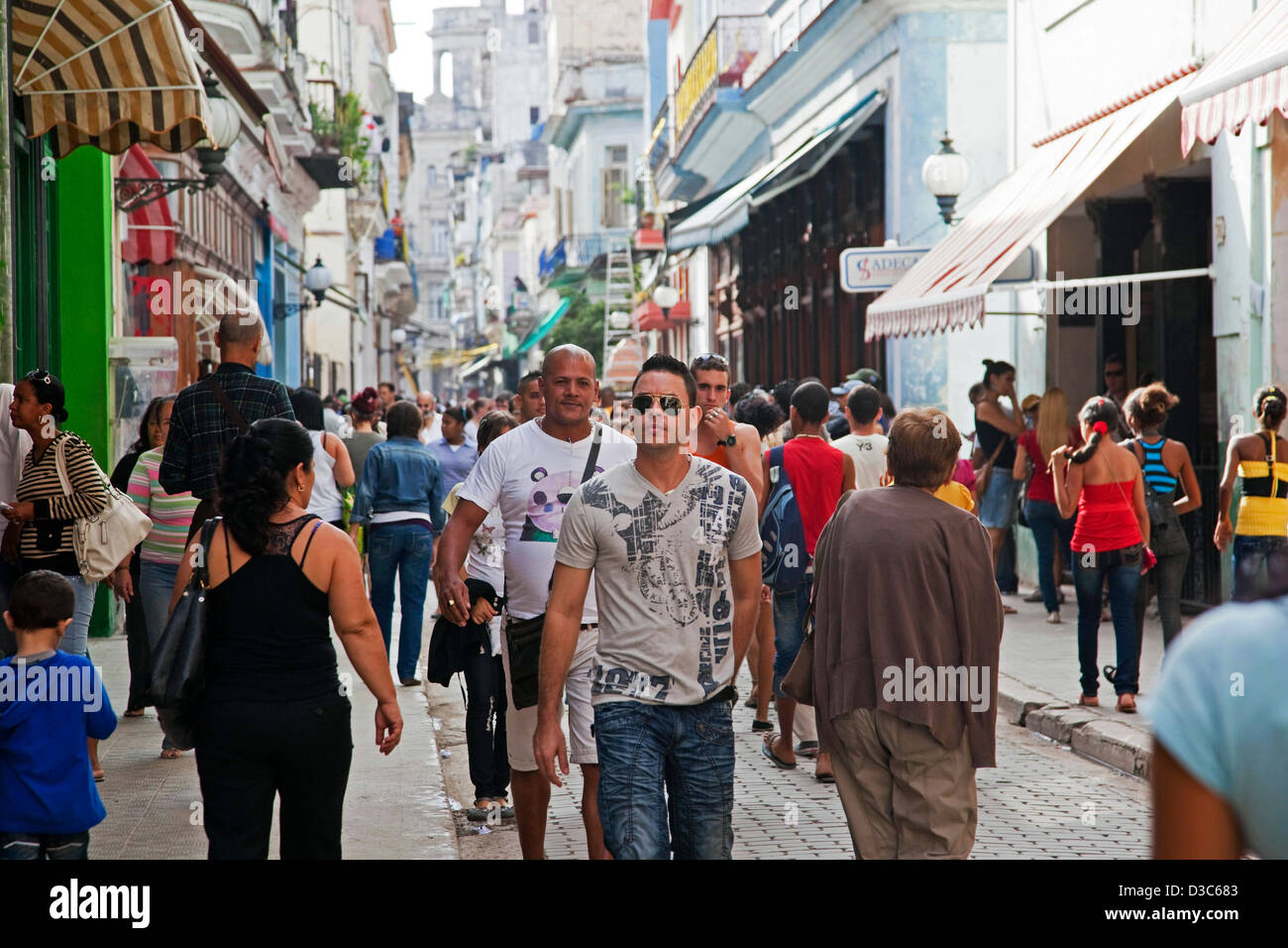 Shoppers and tourists in the Calle Obispo / Bishop Street, the main shopping street in Havana, Cuba, Caribbean - Stock Image