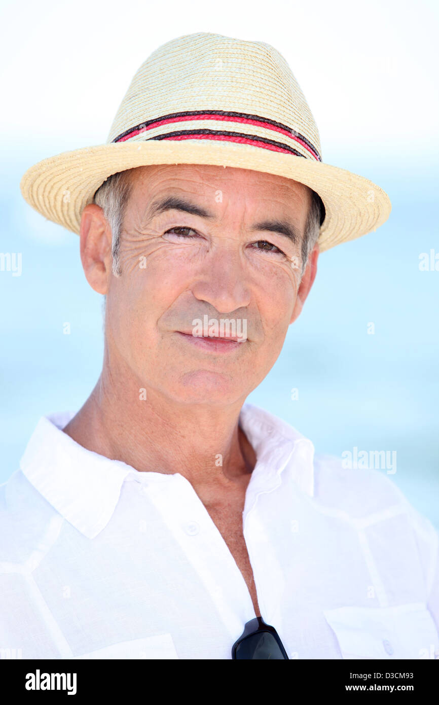 346f63e7fa6bd9 Older man in a straw panama hat Stock Photo: 53754431 - Alamy