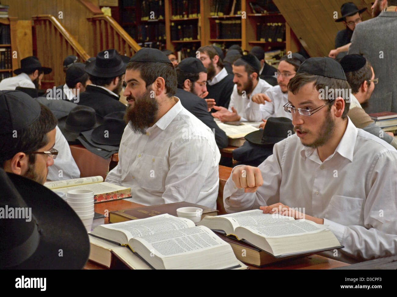 Hasidic students studying Talmud at a school in a synagogue at 770 Eastern Parkway in Brooklyn, New York. - Stock Image