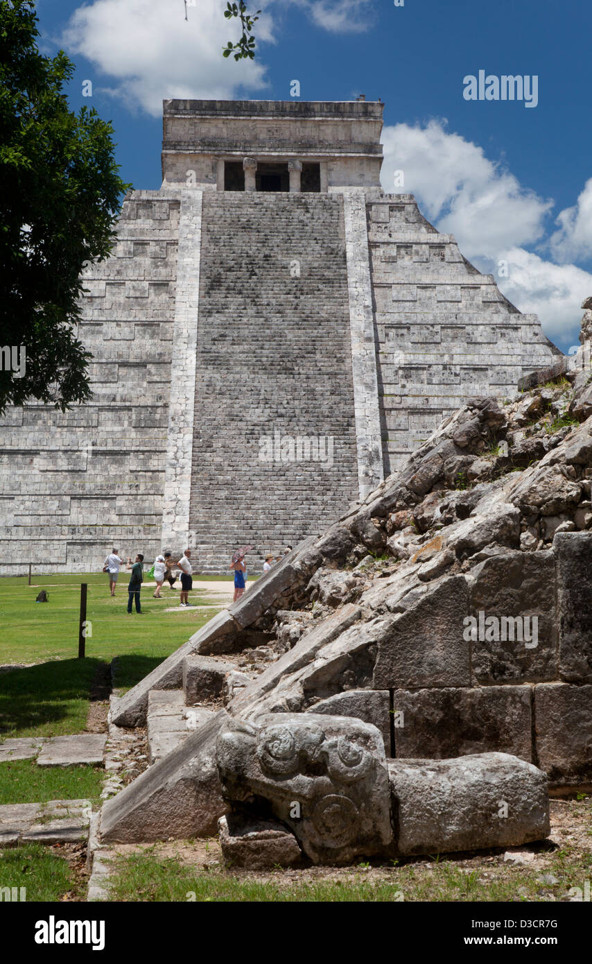 he platform of Venus with El Castillo in the background at Chichen Itza, Mexico. - Stock Image