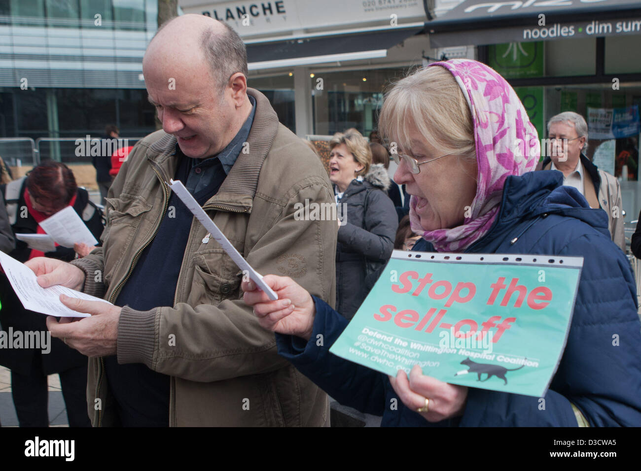 Hammersmith, London, UK. 16th February 2013. Couple join in singing at NHS announce closure of A&E & acute - Stock Image