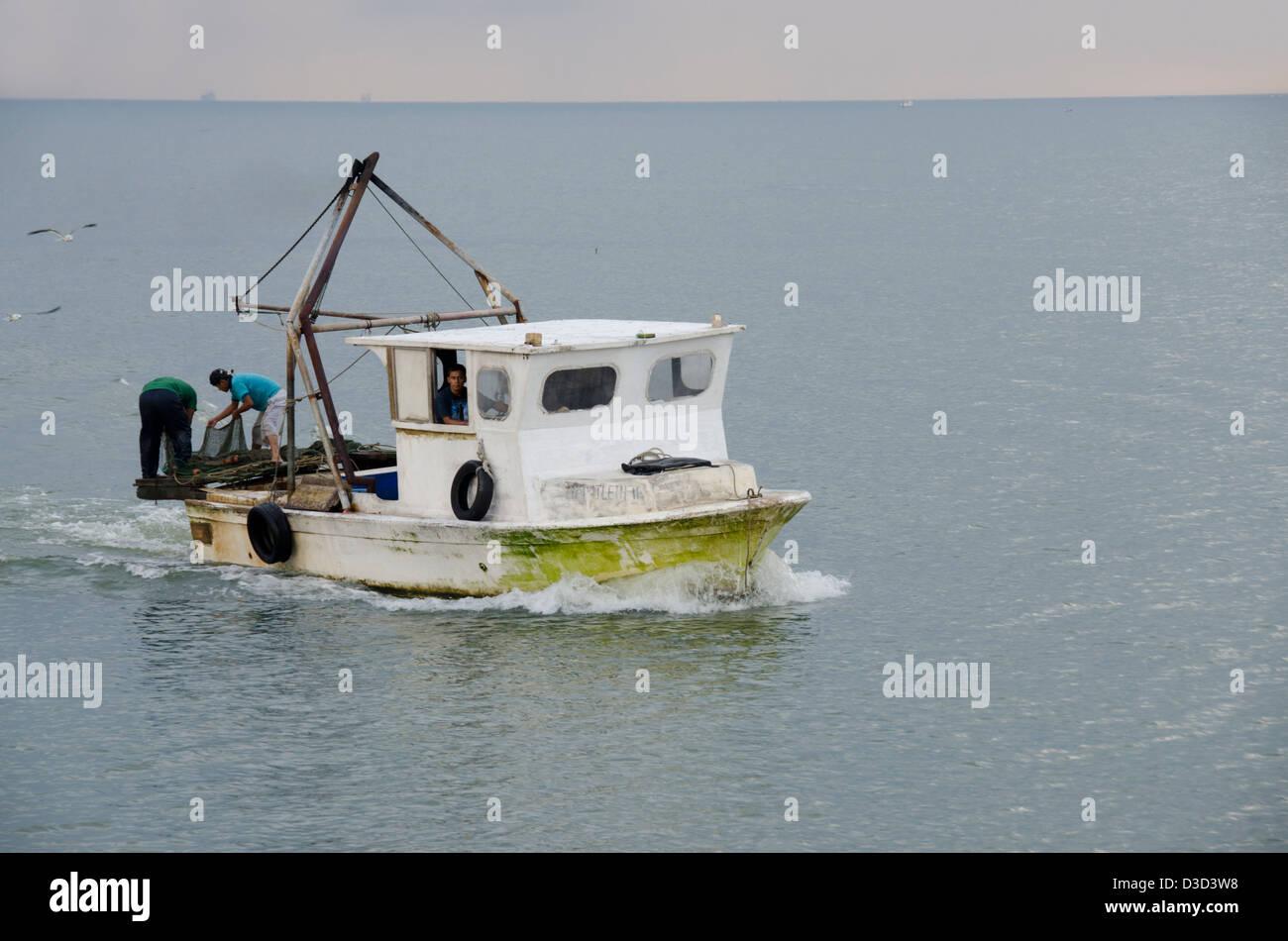 Guatemala, Rio Dulce, Livingston. Early morning local fishing boat. - Stock Image