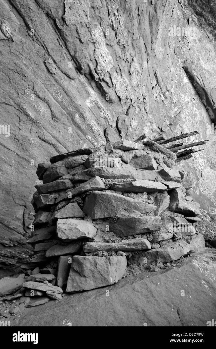 Native American granary in an alcove in Escalante Canyon, Utah. Stock Photo