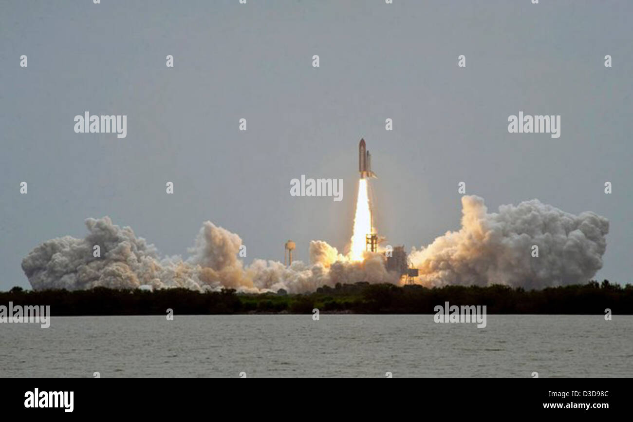 Space Shuttle Atlantis Nasa Stock Photos & Space Shuttle ...