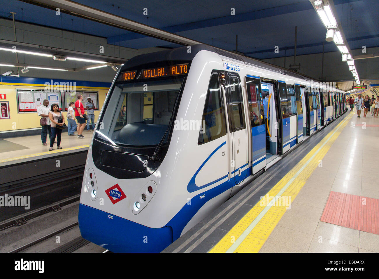 Train at metro station platform, Madrid, Spain - Stock Image