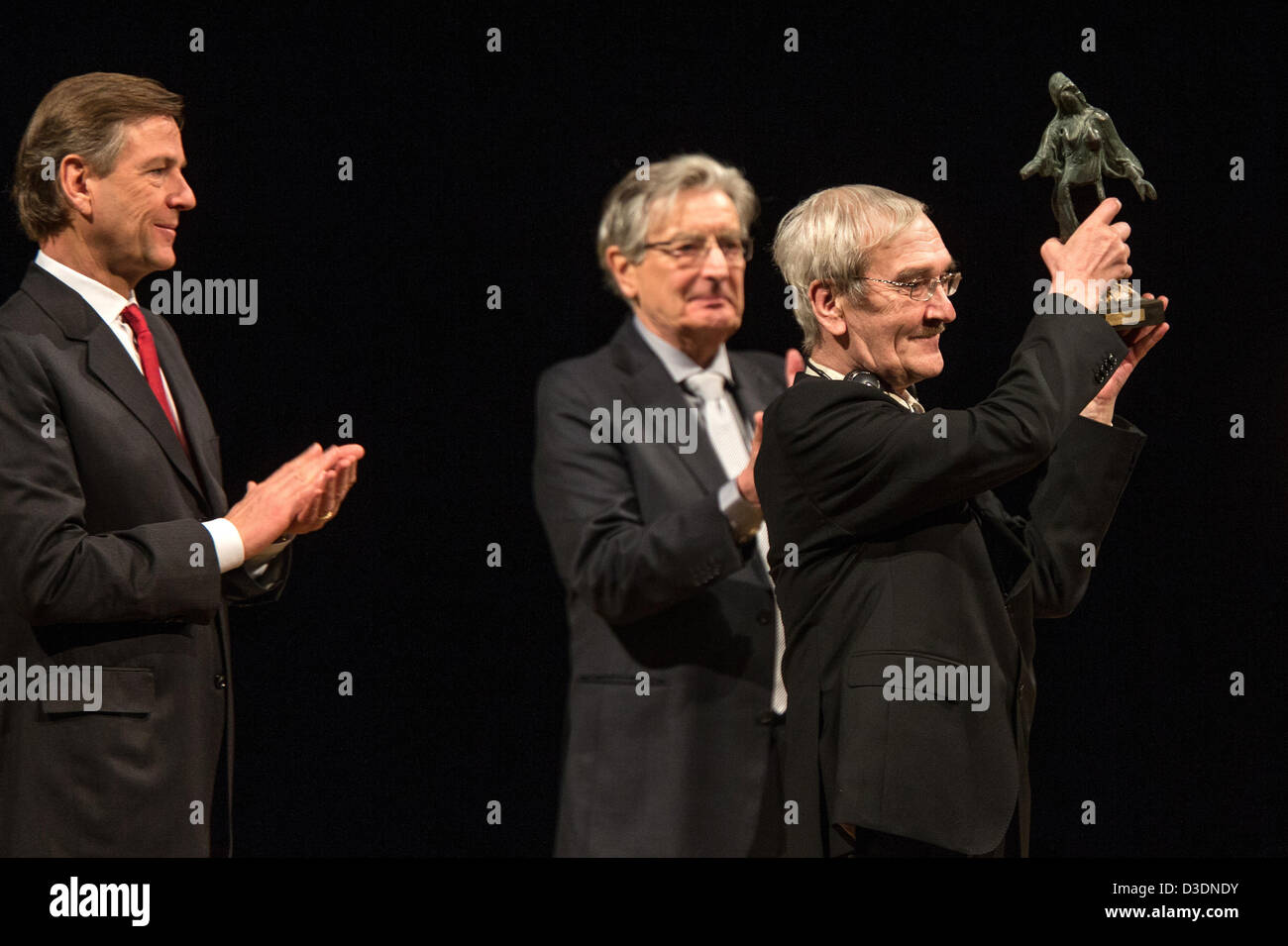 Former Soviet officer Stanislav Petrov holds the 'Dresden Prize' in front of ZDF journalist and laudatory - Stock Image
