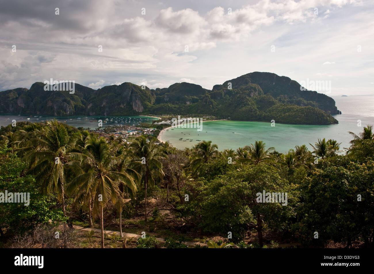 Phi Phi Islands Beaches Loh Dalum Tonsai Bay Long Beach: Phi Phi Iceland Stock Photos & Phi Phi Iceland Stock
