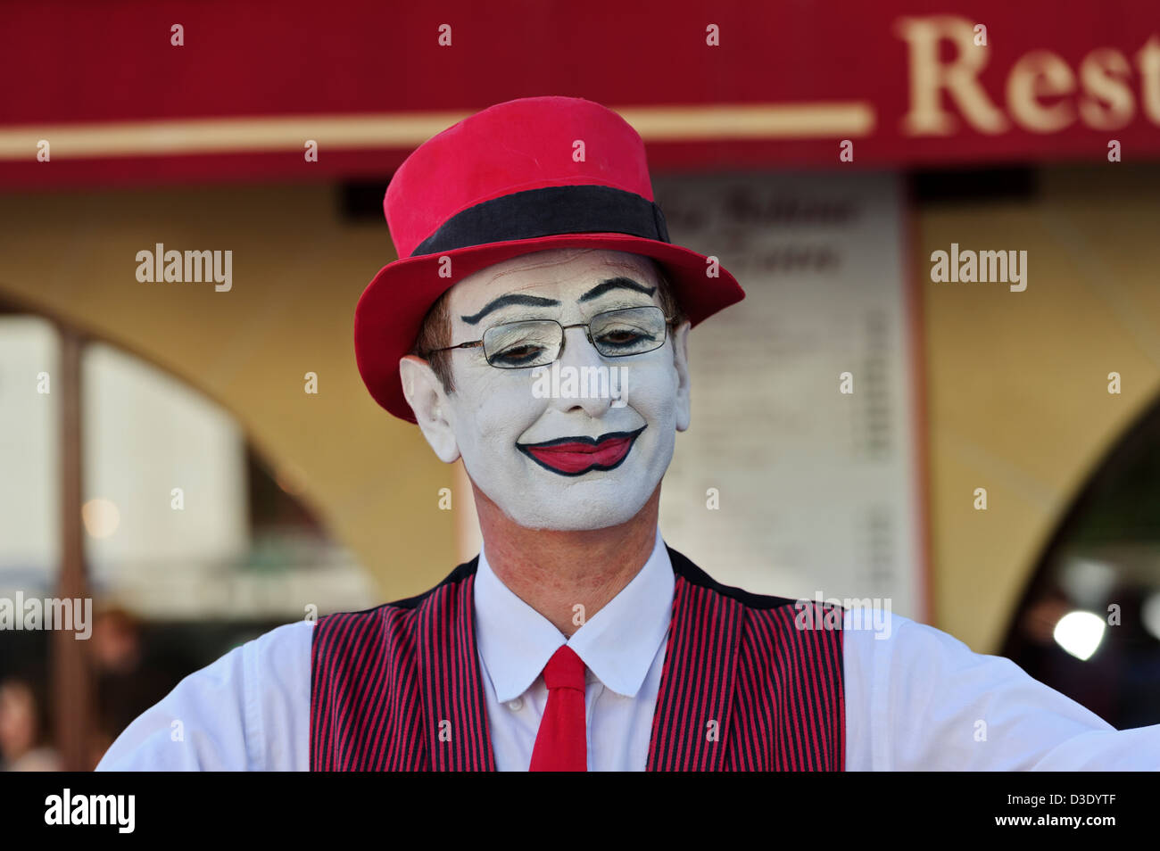 Mime artist performing on the street of Montmartre, Paris, France. - Stock Image