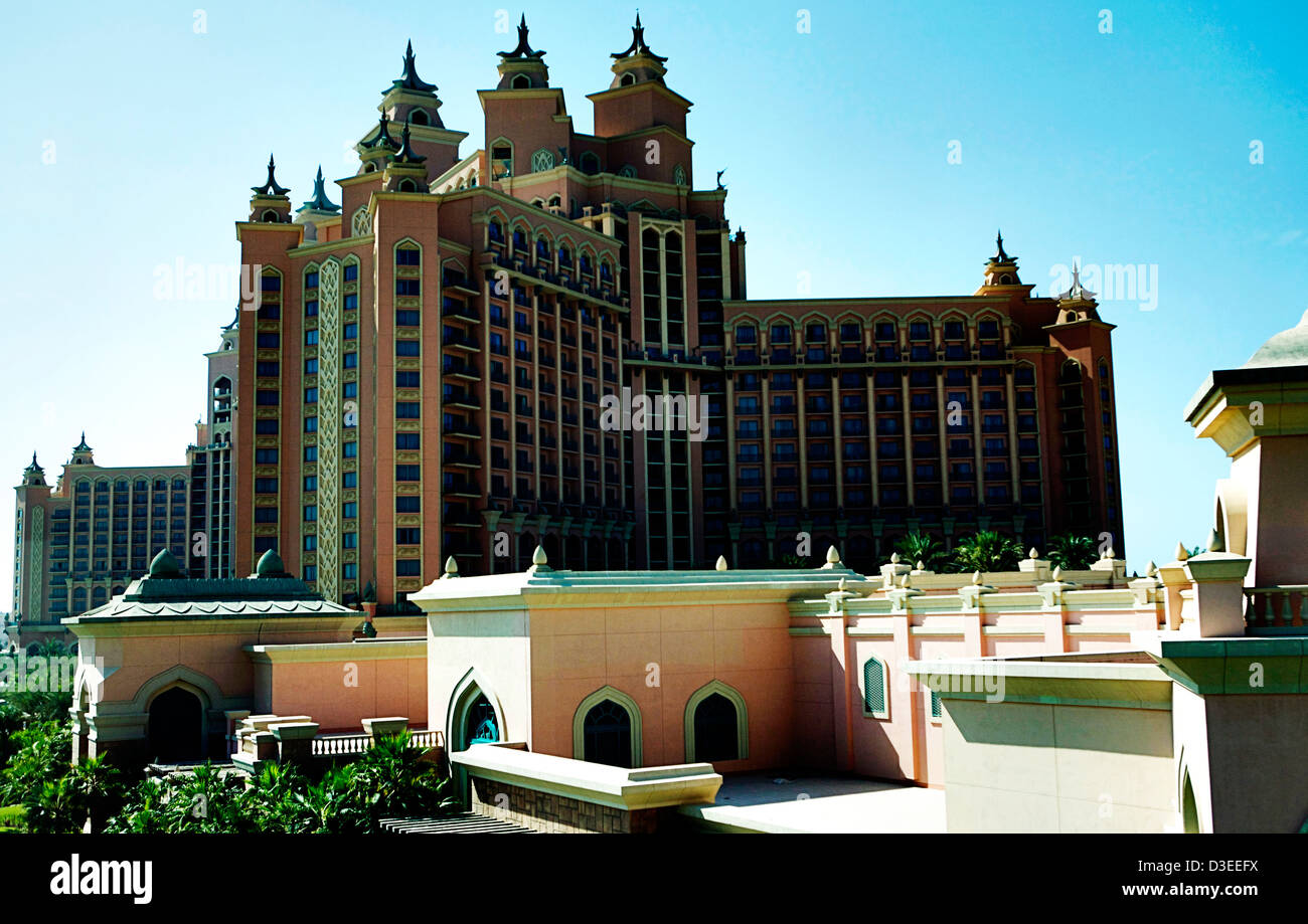 The Atlantis Palm Hotel in Dubai as seen from the monorail. This hotel has a large aquarium as part of the hotel - Stock Image
