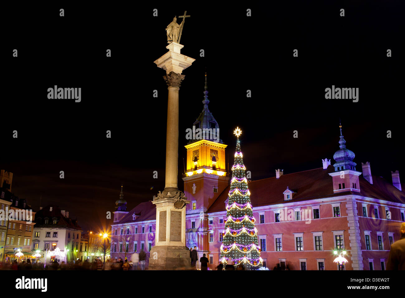 Royal Castle and King Sigismund Column illuminated at night during Christmas Time in the Old Town of Warsaw, Poland. - Stock Image