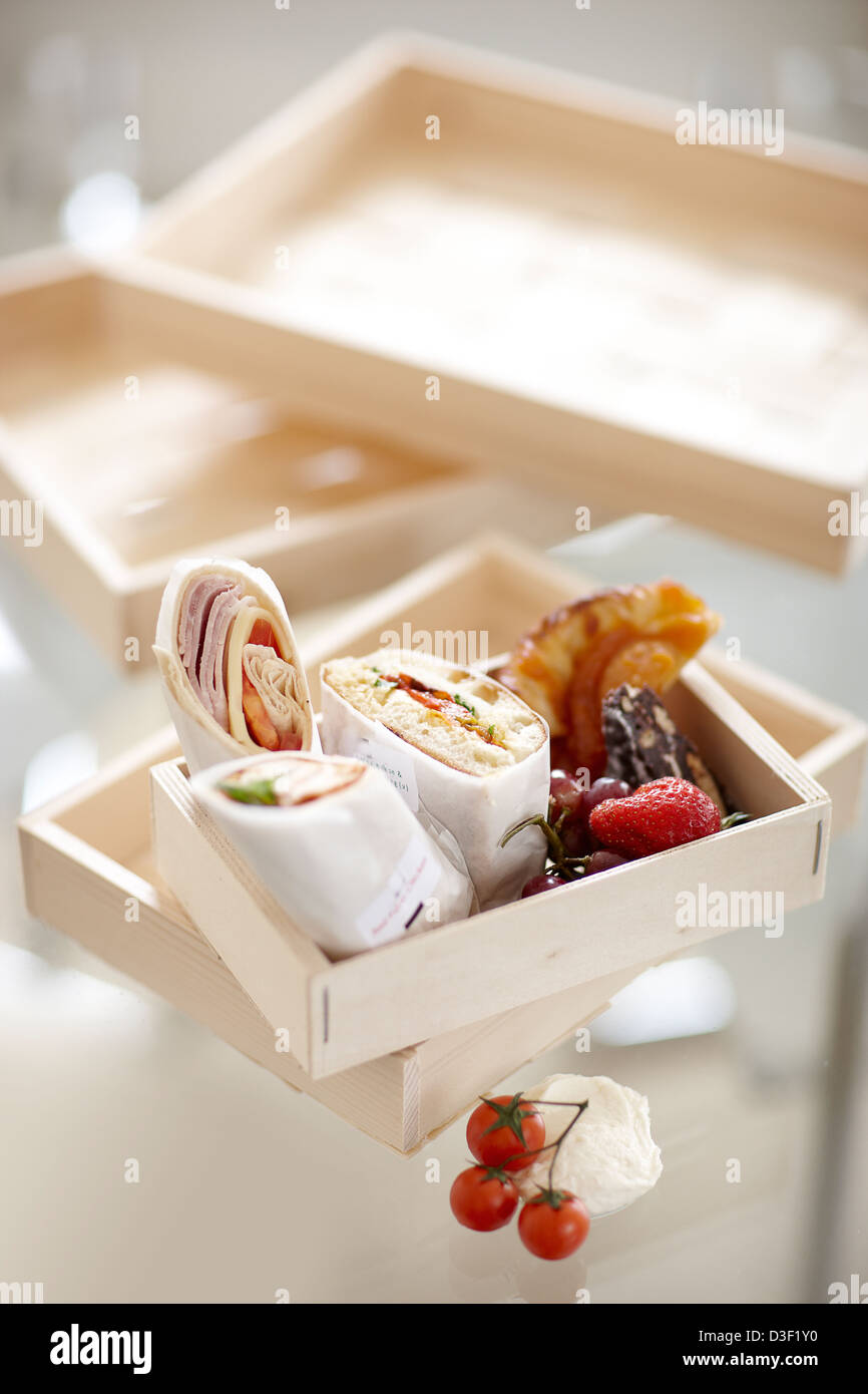 small box sandwich wraps fruit pastry - Stock Image
