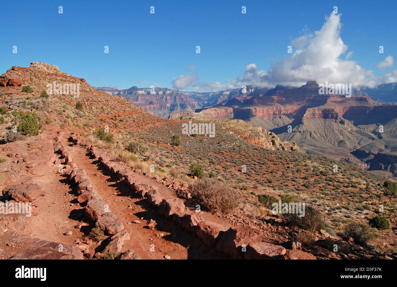 200611_380 Mormon Flats: South Kaibab Trail - Stock Image
