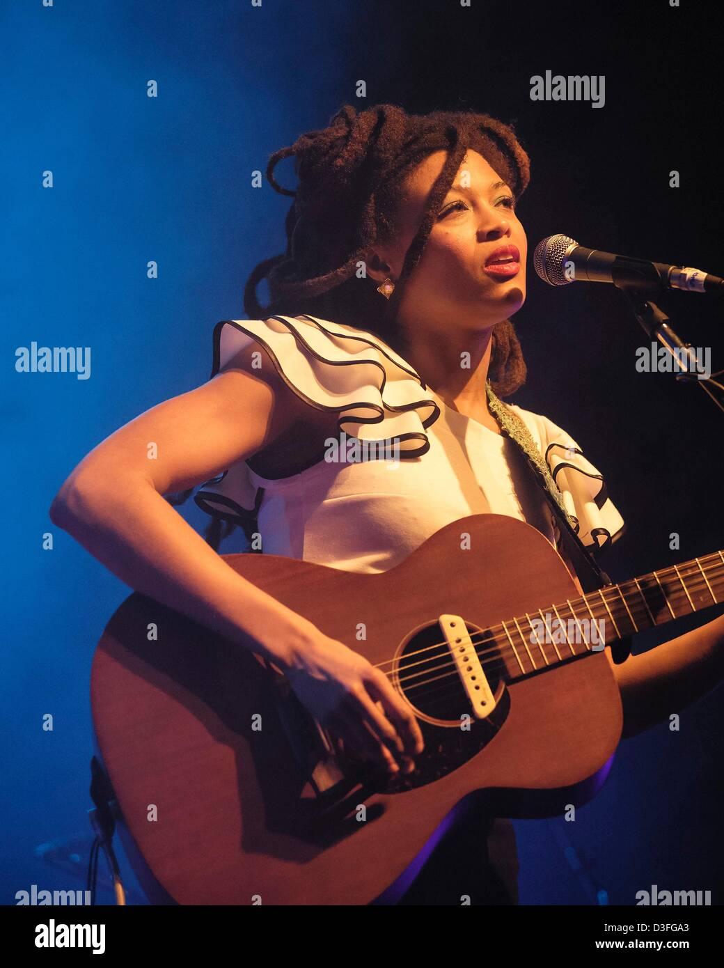 Brighton, UK. 18th February 2013. Valerie June, American singer, songwriter, and multi-instrumentalist plays Brighton - Stock Image