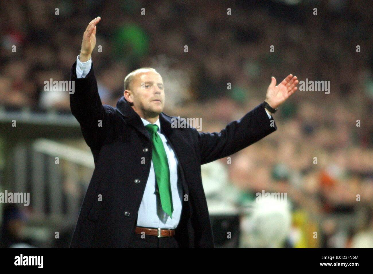 (dpa) - Bremen head coach Thomas Schaaf gestures wildly on the sidelines of the pitch during the UEFA Champions - Stock Image