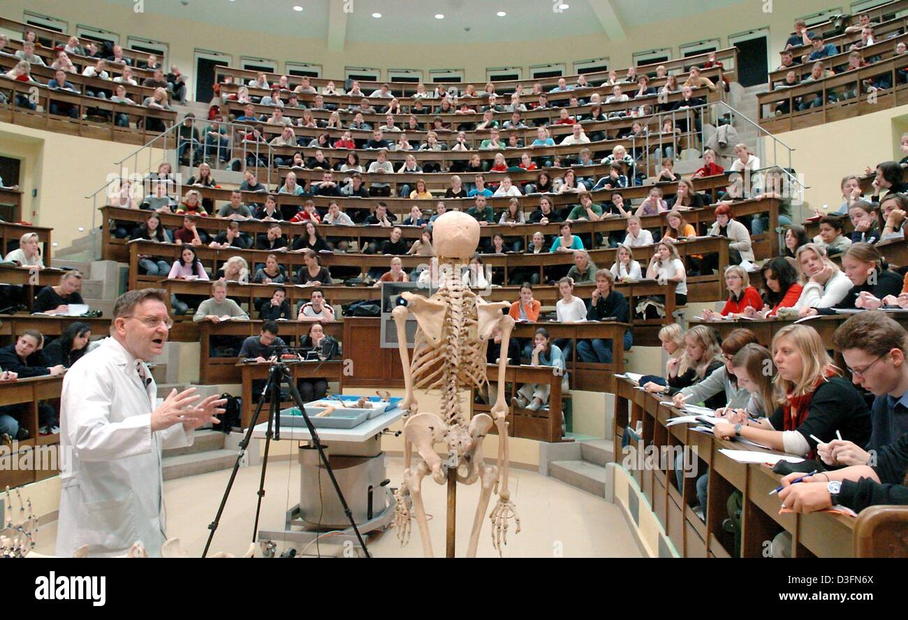 Professor In Anatomy Lecture Stock Photos & Professor In Anatomy ...