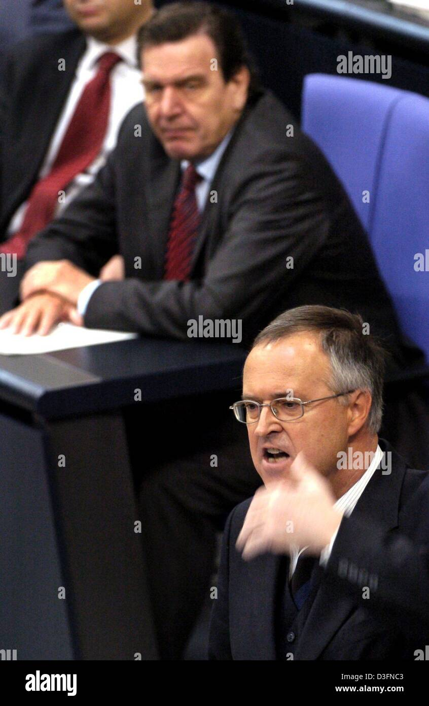 (dpa) - German Finance Minister Hans Eichel (R) speaks during a debate at the German Bundestag in Berlin, Germany, 23 November 2004. In the background German Chancellor Gerhard Schroeder can be seen listening. One of the subjects of the parliament meeting was the German budget for 2005 which currently lists a total of 254.3 billion euros in expenses. New debt is set to be lowered t Stock Photo