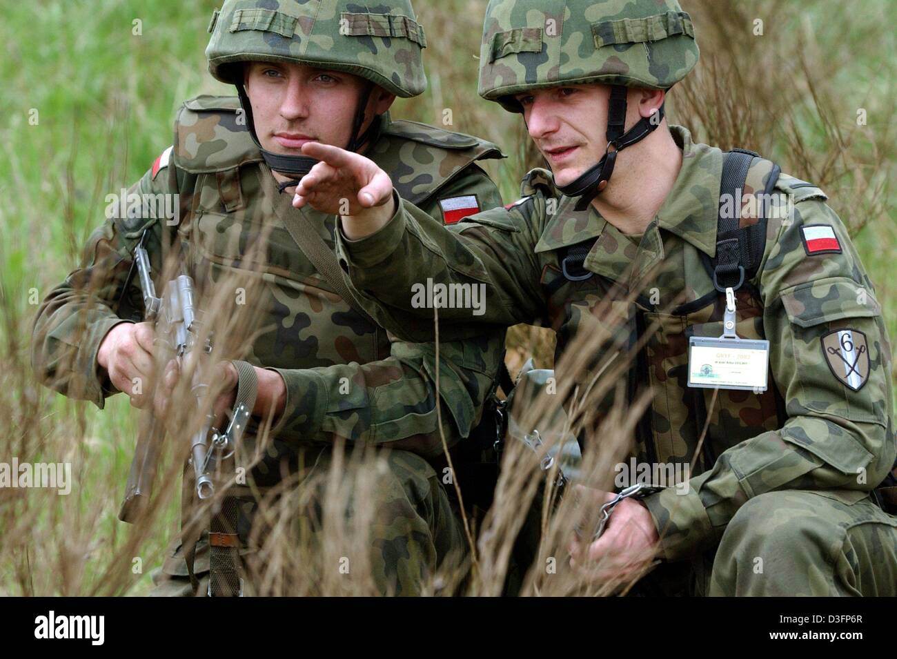 (dpa) - Two polish soldiers are pictured during a multinational military drill near Zlocieniec, Poland, 10 May 2003. Stock Photo