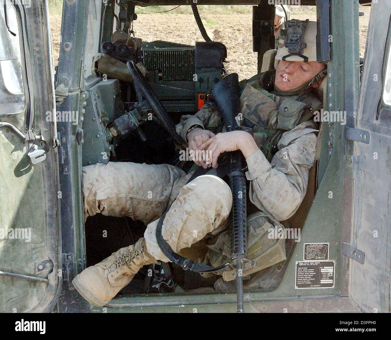 (dpa) - US Marine Sergeant Rodney Tedder fell asleep in his vehicle, in Tikrit, northern Iraq, 14 April 2003. Tikrit, - Stock Image