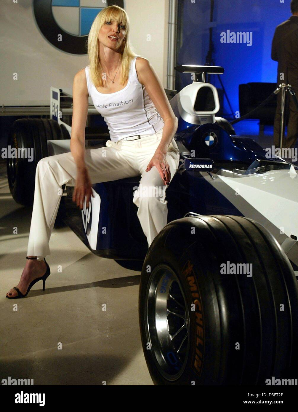 (dpa) - German top model Nadja Auermann poses on a BMW formula one race car to present the new collection for the - Stock Image