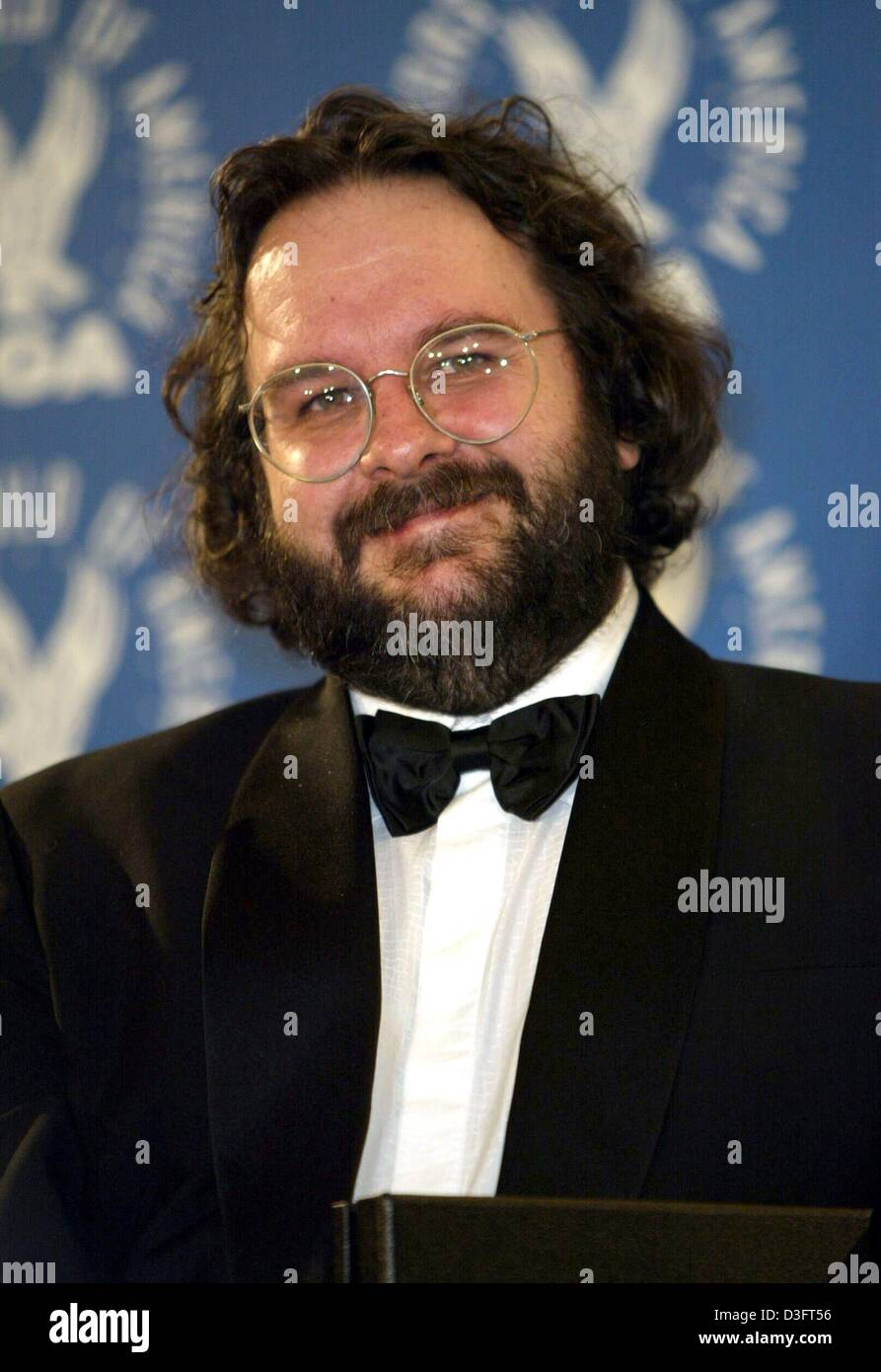 75001652ef17 (dpa) - Film director Peter Jackson from New Zealand smiles backstage of  the Directors Guild of America (DGA) awards show in Los Angeles, 1 March  2003.