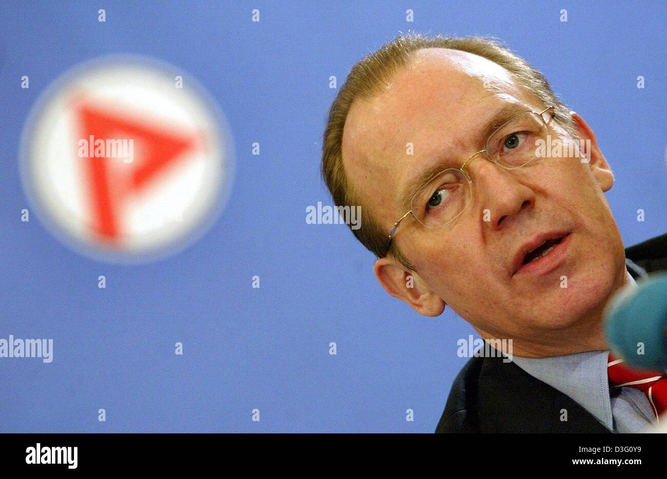 (dpa) - Florian Gerster, head of the German Federal Employment Office, announces the current figuers of the job - Stock Image