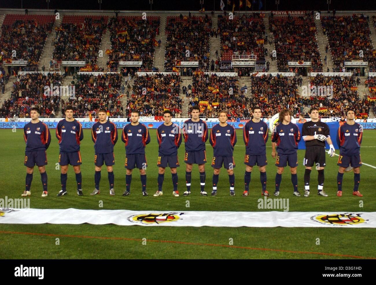 (dpa) - The Spanish national soccer team poses for the camera on the pitch just before the kick off of the international - Stock Image