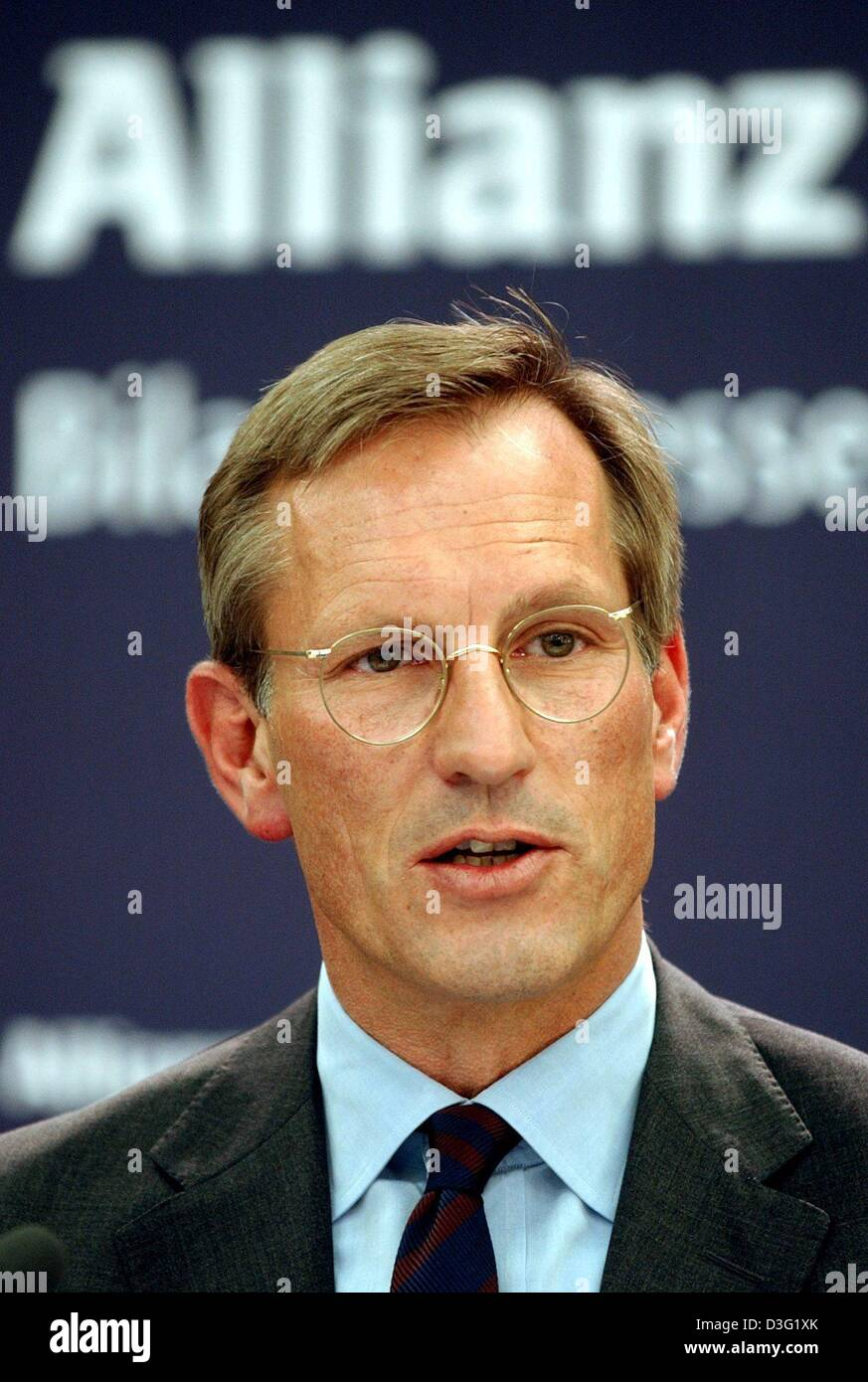 (dpa) - Michael Diekmann, new CEO of the Allianz AG, the financial services and insurance provider, speaks during a press conference in Munich, Germany, 20 March 2003. Diekmann continues the company policy of providing integrated financial services by holding on to the lossy Dresdner Bank. The Allianz AG wants to raise new capital in billions of Euro after having experienced the fi Stock Photo
