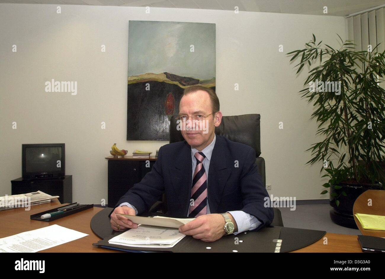 (dpa files) - Florian Gerster, chairman of the board of directors of the German federal labour office, sits in his - Stock Image