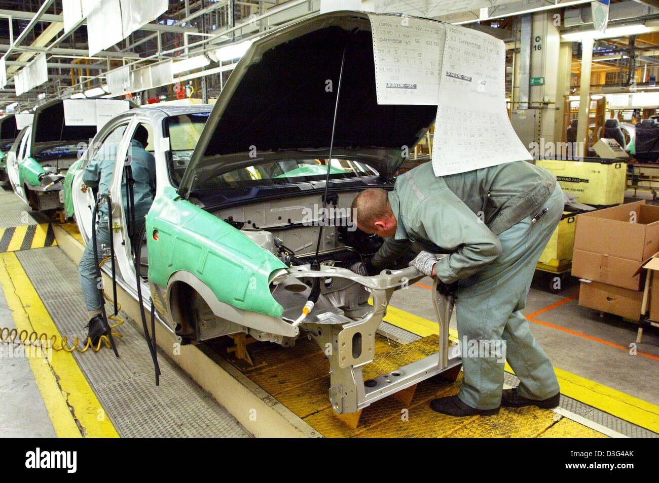 dpa) - Workers emble car body parts in a factory of the South ...