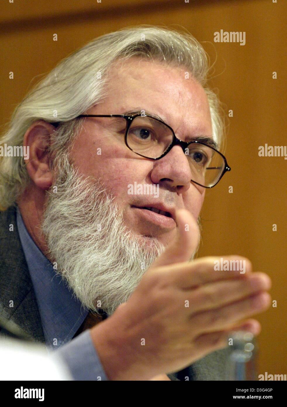 (dpa) - Chilean Juan Somavia, Director-General of the International Labour Organization (ILO), speaks during the - Stock Image