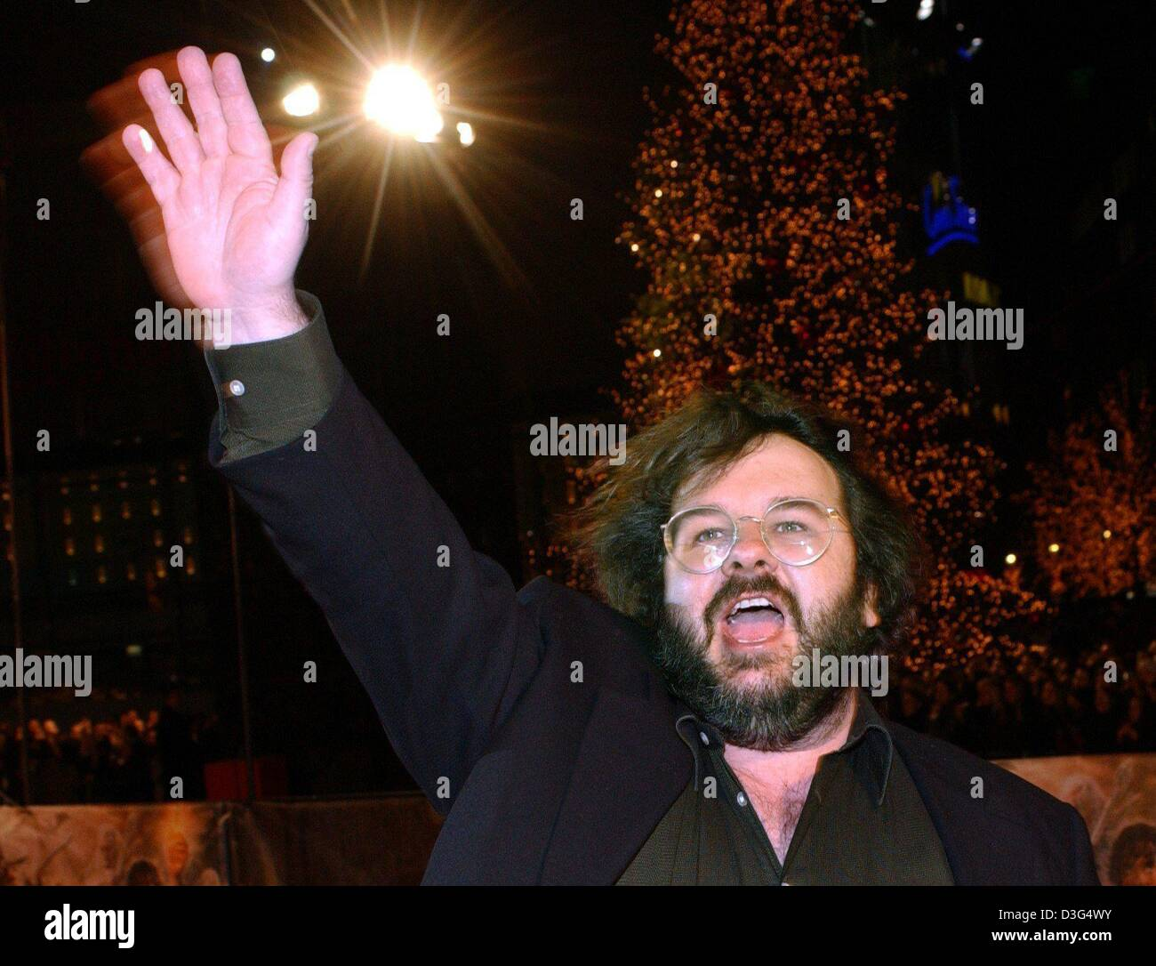98f268cba51b (dpa) - Film director Peter Jackson from New Zealand arrives at the  European premiere of the film 'Lord of the Rings - The Return of the King'  in Berlin, ...