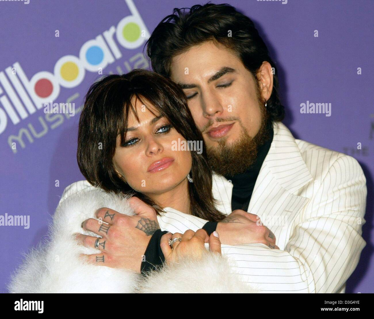 (dpa) - Musician Dave Navarro and his wife, US actress Carmen Electra, pose dreamily ahead of the Billboard awards - Stock Image