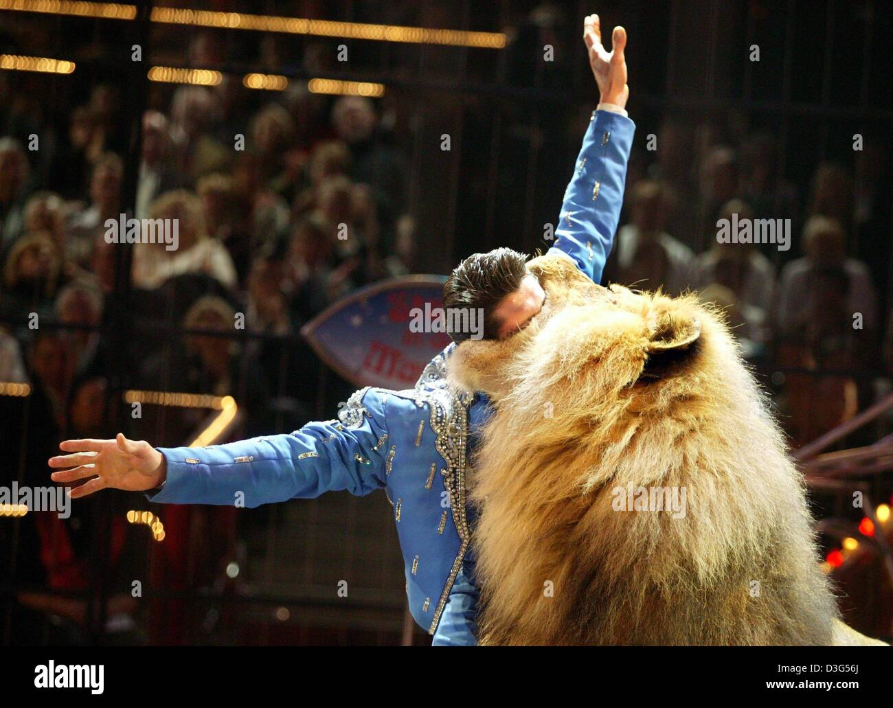 (dpa) - British lion tamer Alex Lacey puts his head into the mouth of his lion during the circus show 'stars - Stock Image