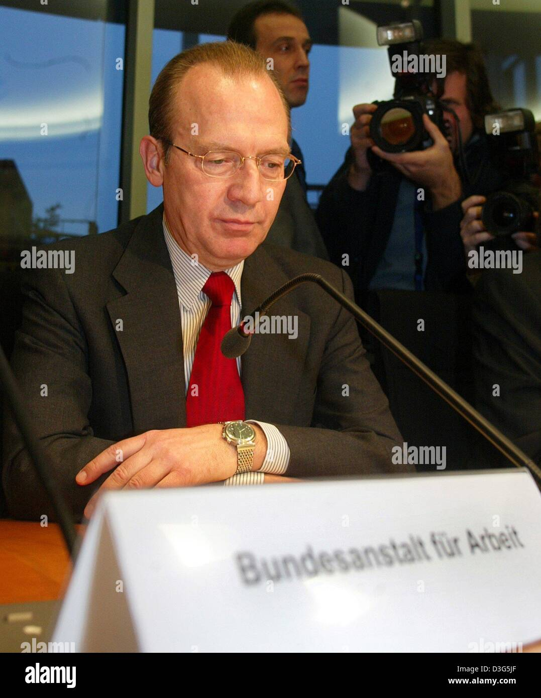 (dpa) - Florian Gerster, Chairman of the board of the Federal Employment Office (Bundesanstalt fuer Arbeit), speaks - Stock Image