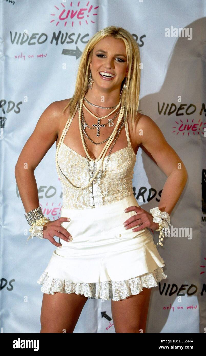 (dpa files) - US pop star Britney Spears poses during the ...