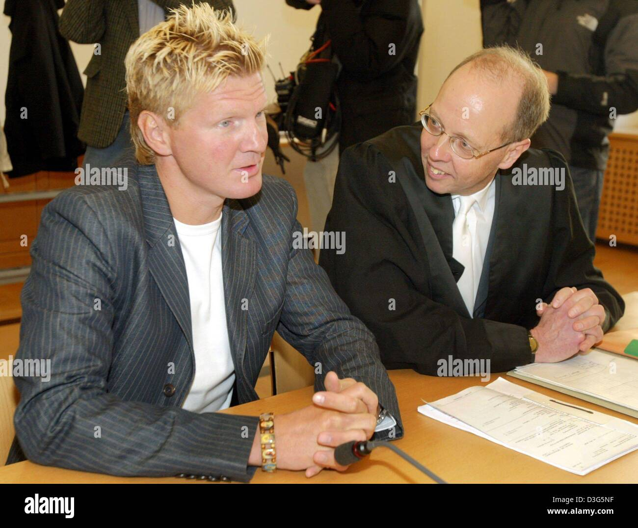 (dpa) - Former German soccer star Stefan Effenberg (L) talks to his defence council Hans-Martin Proelss ahead of - Stock Image