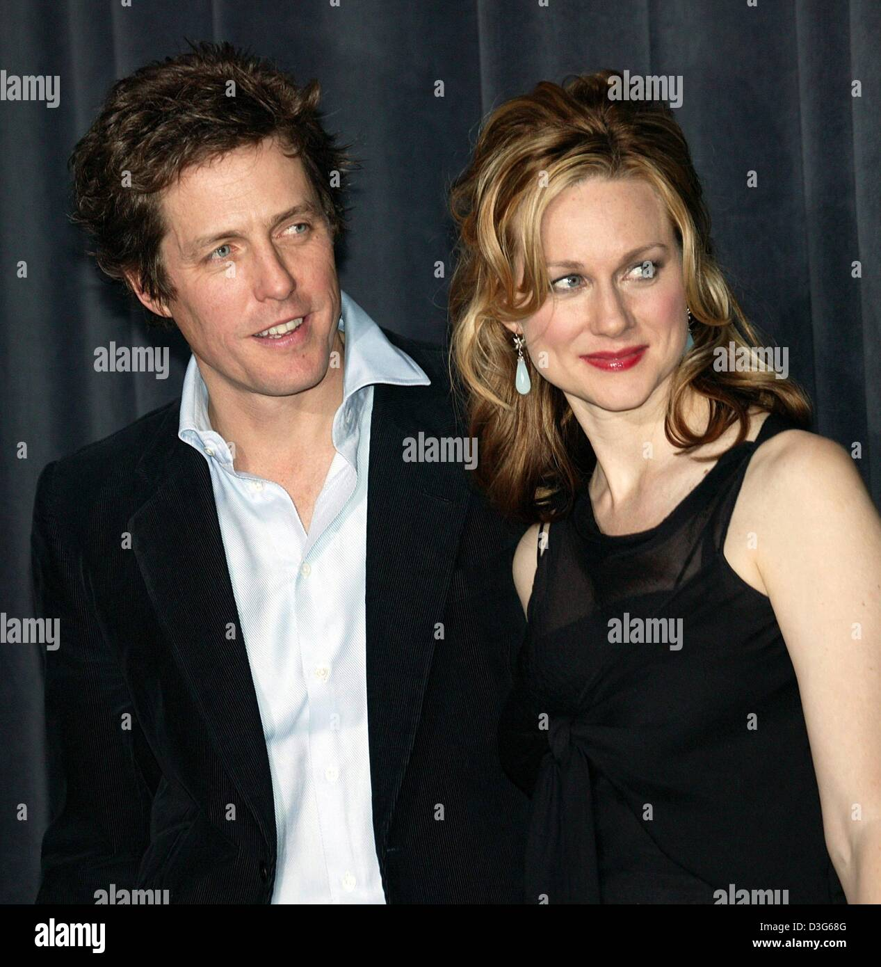 (dpa) - The British actors Hugh Grant and Laura Linney pose ahead of the German premiere of their film 'Love - Stock Image