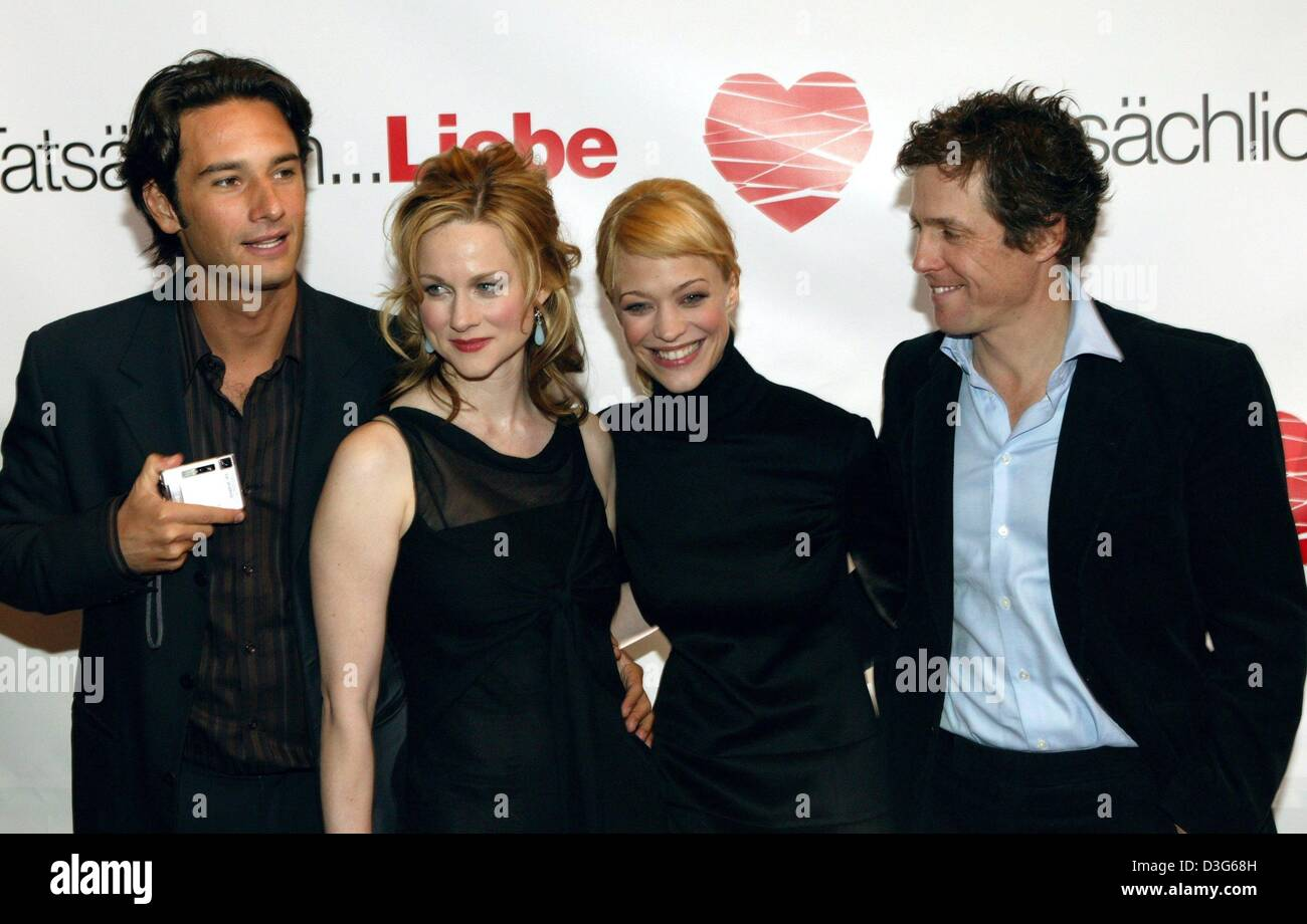 (dpa) - The lead cast of 'Love Actually', (from L:) Rodrigo Santoro, British actress Laura Linney, German - Stock Image