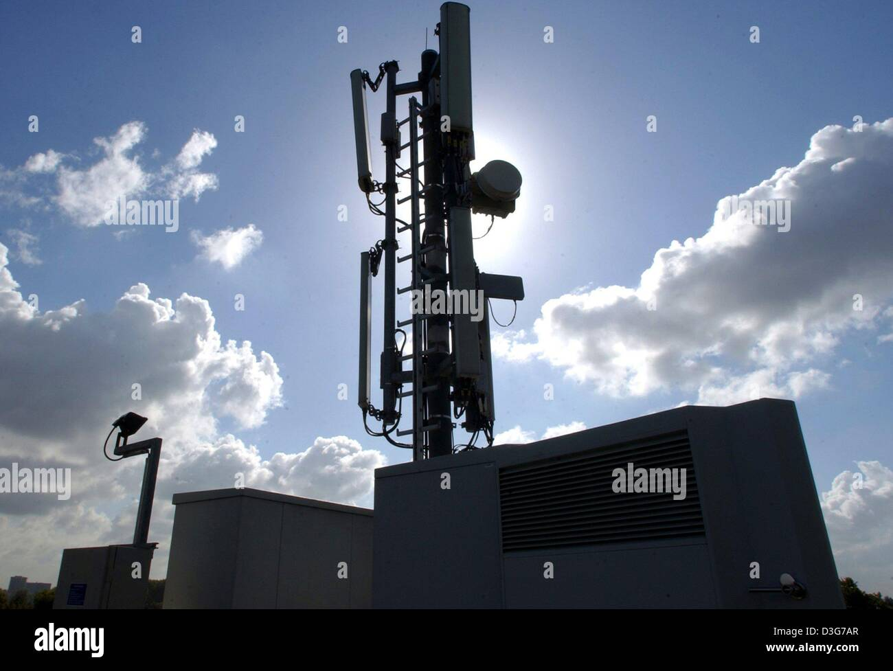 dpa) - A transmitter of the Vodafone D2 mobile phone network