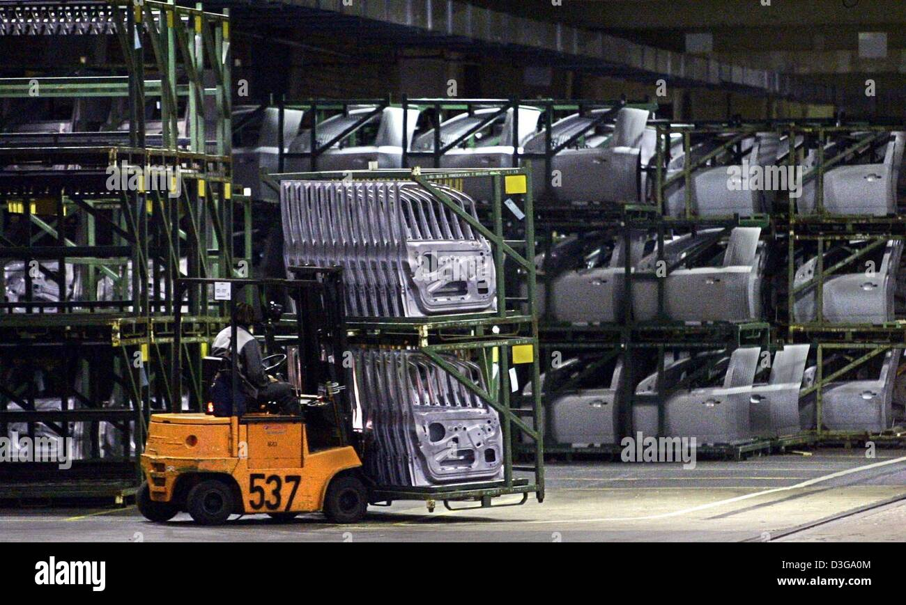 (dpa) - An Opel employee moves car parts with a fork lift at the Opel plant in Bochum, Germany, 20 October 2004. Stock Photo