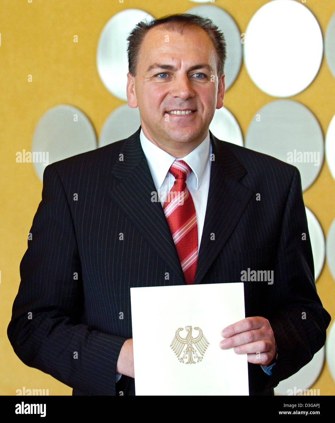 (dpa) The new German Central Bank president Axel Weber holds his letter of appointment in his hands in Frankfurt - Stock Image