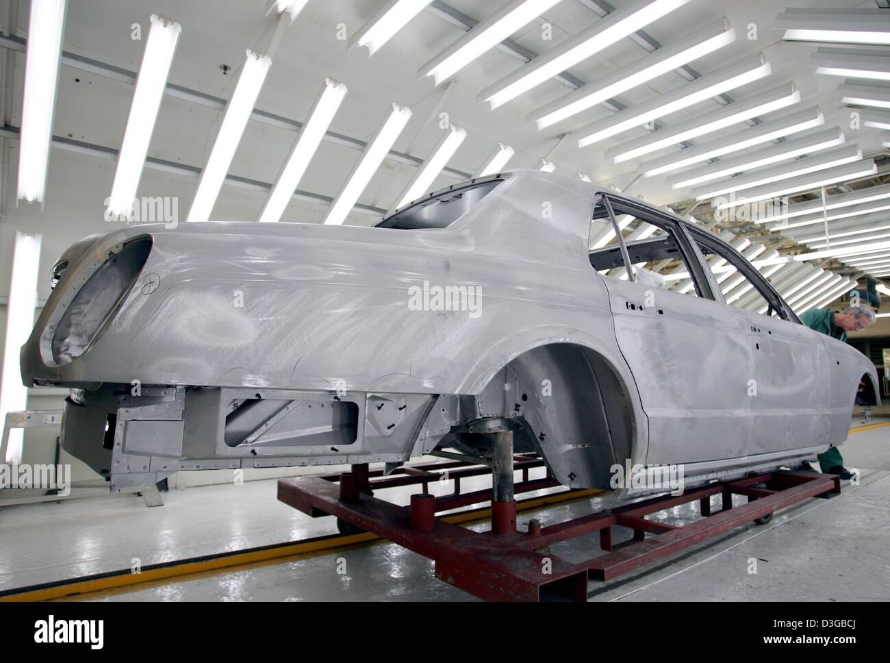 (dpa) - A worker in the production line of British carmaker Bentley works on the body of an Arnage T model in Crewe, - Stock Image